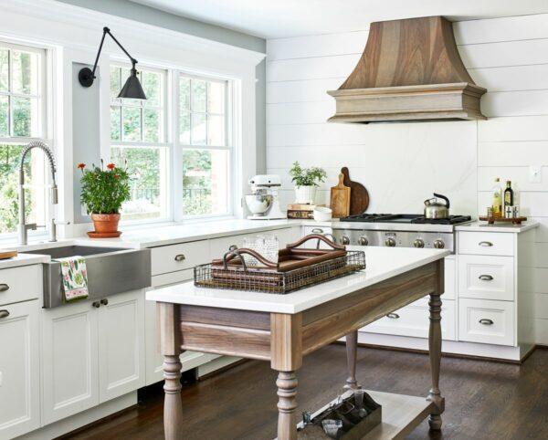 Antes e depois da cozinha: uma reforma na cozinha que permite a entrada da luz
