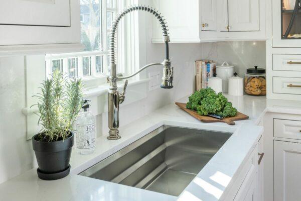 Como remover uma torneira de cozinha