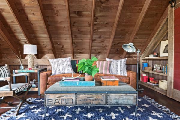10 ideias sonhadoras de sótão para o espaço mais aconchegante da sua casa