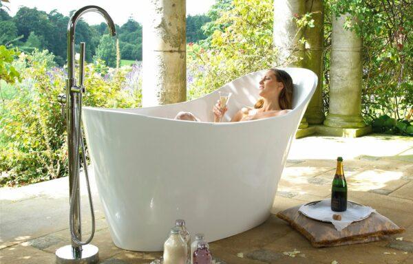 Hotels.Com está procurando alguém para testar banheiras de hotel na cidade de Nova York