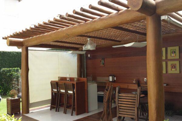 Como projetamos o deck coberto perfeito? Uma olhada em 4 das idéias de telhado de deck mais apreciadas